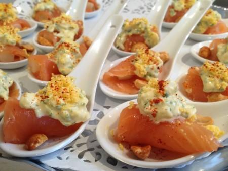 Roulade d'asperge blanche au saumon fumé en vinaigrette mimosa